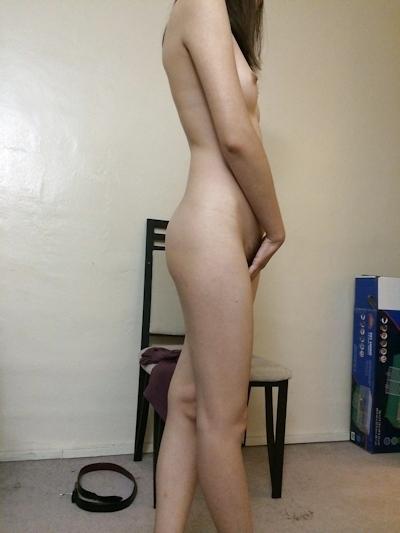 スリムな中国素人女性のプライベートヌード画像 9