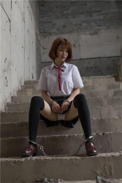 JKコスプレのアジア美女の緊縛ヌード画像 6