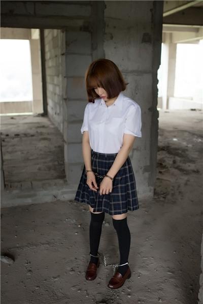 JKコスプレのアジア美女の緊縛ヌード画像 7
