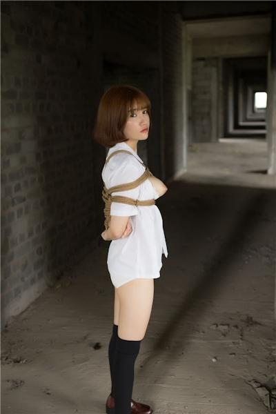 JKコスプレのアジア美女の緊縛ヌード画像 16