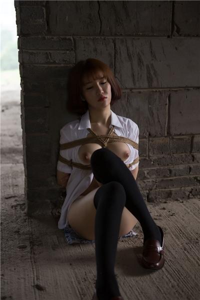 JKコスプレのアジア美女の緊縛ヌード画像 18