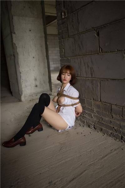 JKコスプレのアジア美女の緊縛ヌード画像 19