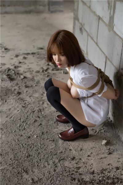 JKコスプレのアジア美女の緊縛ヌード画像 20
