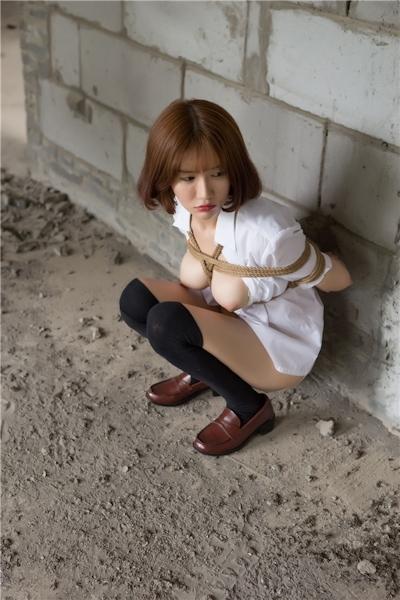 JKコスプレのアジア美女の緊縛ヌード画像 21