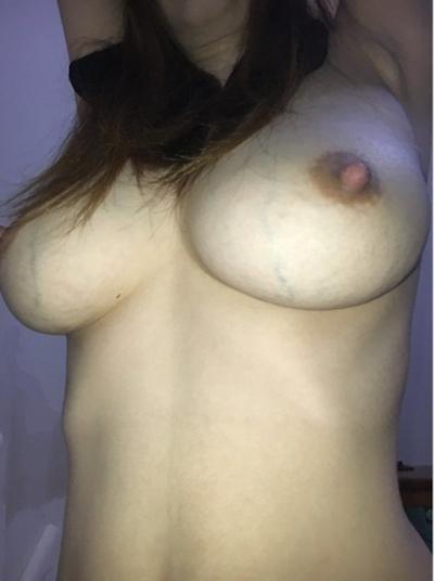 巨乳な素人女性のオナニー画像 2