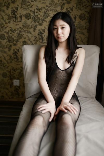中国美女モデル 张静文(ZhangJingwen) 網タイツヌード画像 3