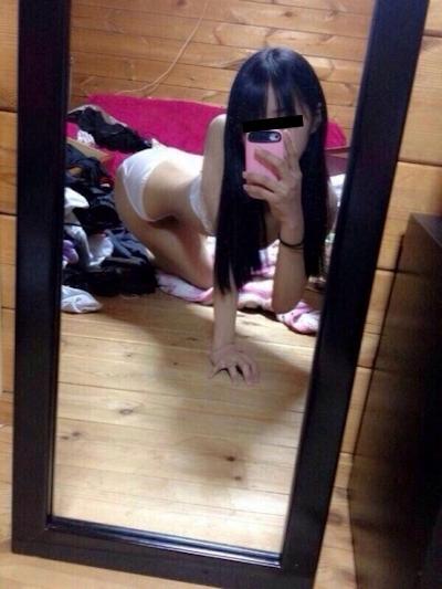 パイパンなアジアン美少女の自分撮りヌード画像 2