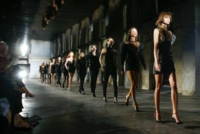 ウクライナモデル Daria Khlistun ファッションショーでスケ乳首 1