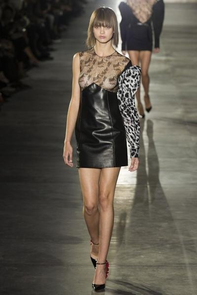 ウクライナモデル Daria Khlistun ファッションショーでスケ乳首 4