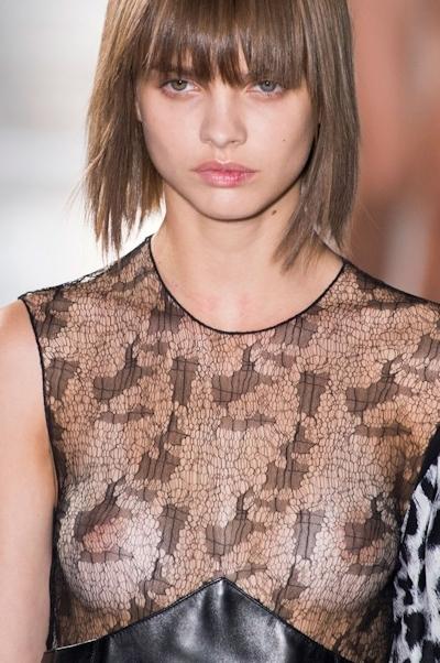 ウクライナモデル Daria Khlistun ファッションショーでスケ乳首 6