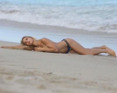 アメリカのモデル Joy Corrigan(ジョイ・コリガン) パパラッチされたトップレス画像 9
