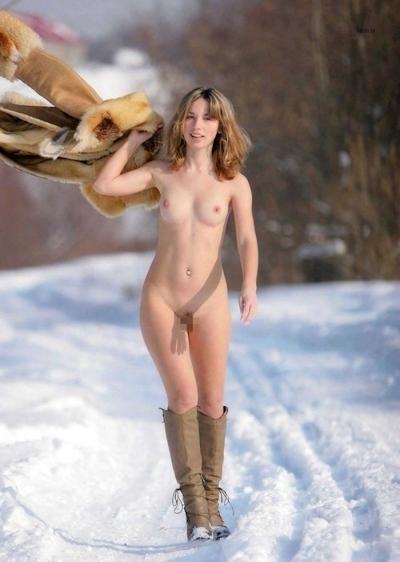 雪の中でヌードになってる野外露出ヌード画像 22