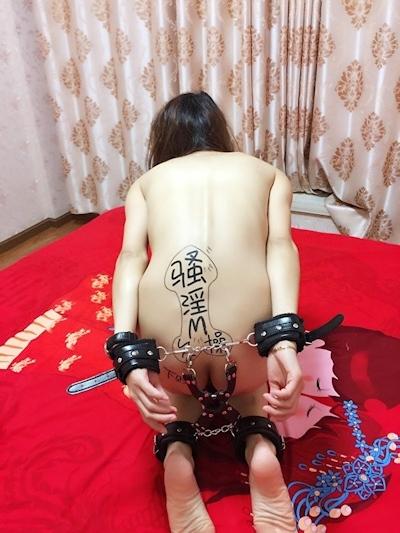 性奴隷という中国素人美女の調教ヌード画像 8