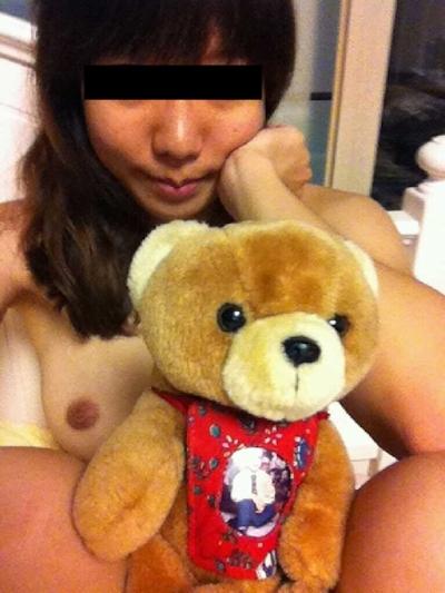 巨乳な台湾の素人美女の自分撮りヌード画像 5