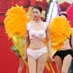 中国・河南でヴィクトリアズ・シークレットを模したランジェリーショー開始