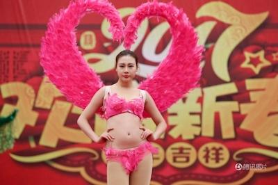 中国・河南でヴィクトリアズ・シークレットを模したランジェリーショー開催 2