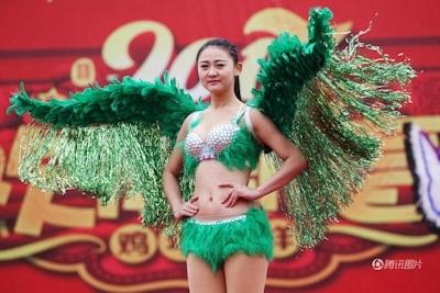 中国・河南でヴィクトリアズ・シークレットを模したランジェリーショー開催 3
