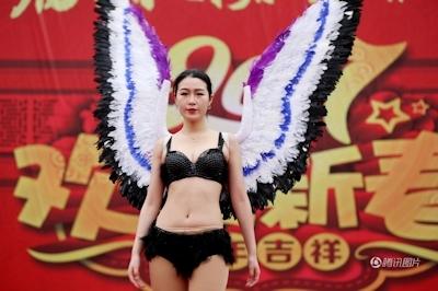 中国・河南でヴィクトリアズ・シークレットを模したランジェリーショー開催 5