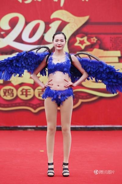 中国・河南でヴィクトリアズ・シークレットを模したランジェリーショー開催 7