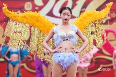 中国・河南でヴィクトリアズ・シークレットを模したランジェリーショー開催 8