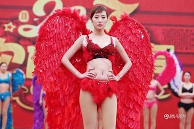 中国・河南でヴィクトリアズ・シークレットを模したランジェリーショー開催 9