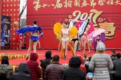中国・河南でヴィクトリアズ・シークレットを模したランジェリーショー開催 10