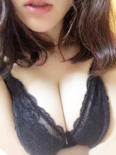 巨乳なアジア系女性の自分撮りおっぱい画像 1