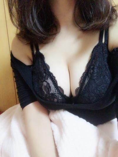巨乳なアジア系女性の自分撮りおっぱい画像 2