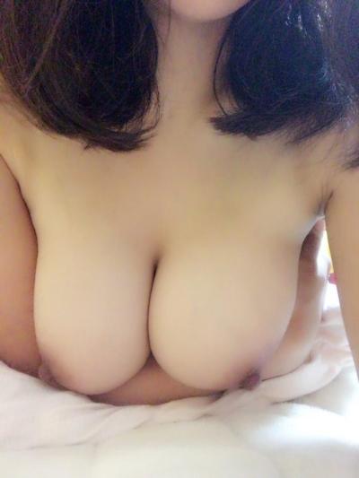 巨乳なアジア系女性の自分撮りおっぱい画像 10