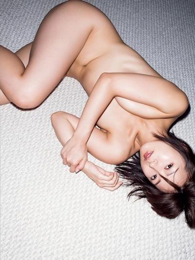 階戸瑠李 セクシーセミヌード画像 2