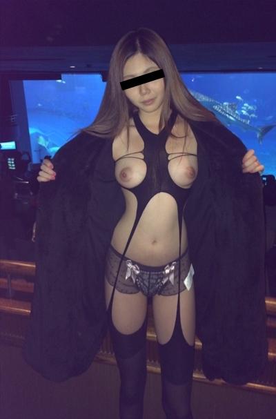 ロングヘアー美女の野外露出ヌード&放○画像 3