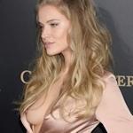 ロシアのファッションモデル Tanya Mityushina(タニヤ・ミティアッシーナ) 乳首チラ見え画像