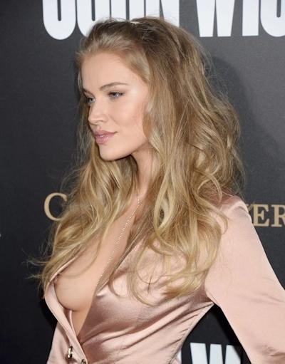 ロシアのファッションモデル Tanya Mityushina(タニヤ・ミティアッシーナ) 乳首ポロリ画像 7