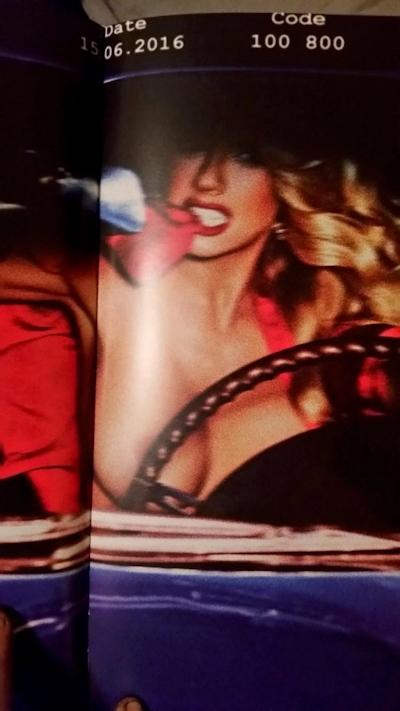 アメリカ巨乳美女モデル Charlotte McKinney(シャーロット・マッキニー) トップレスグラビア画像 1