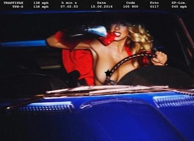アメリカ巨乳美女モデル Charlotte McKinney(シャーロット・マッキニー) トップレスグラビア画像 5