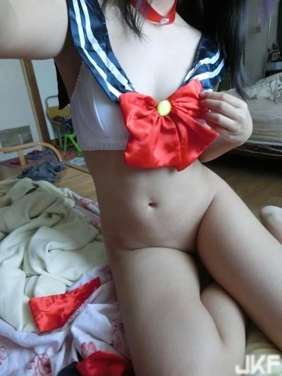 中国の微乳&パイパンなロリ系美少女の自分撮りヌード画像 9