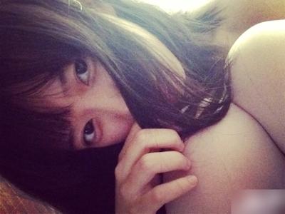 中国の微乳&パイパンなロリ系美少女の自分撮りヌード画像 24