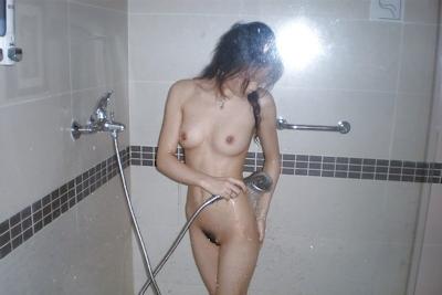 美乳な中国の素人美女をラブホで撮影した流出ヌード画像 15