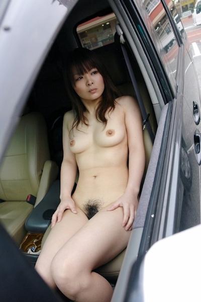 車の中で撮影したヌード画像 14
