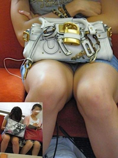 電車内で隠し撮りした素人女性の脚画像 10