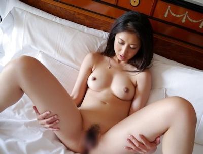 M字開脚ヌード画像 28