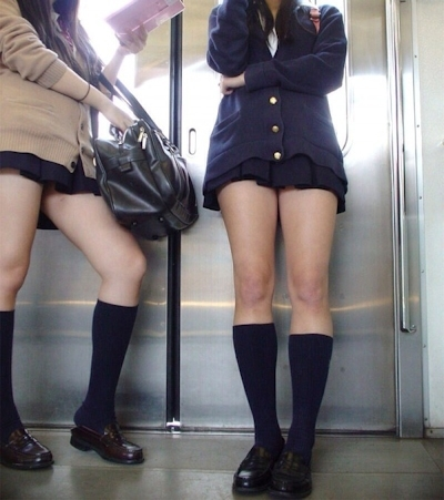 日本のJKのミニスカート画像 13