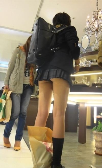 日本のJKのミニスカート画像 17