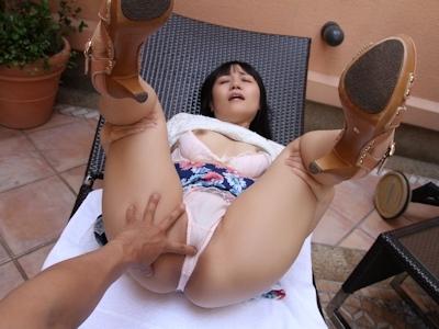 パンティ上から秘部にタッチされてる女性のセクシー画像 7