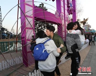 バレンタインデーに中国各地でキスイベント 4