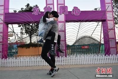 バレンタインデーに中国各地でキスイベント 5
