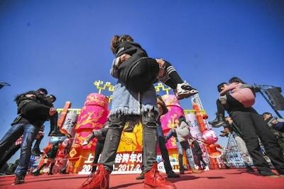 バレンタインデーに中国各地でキスイベント 7