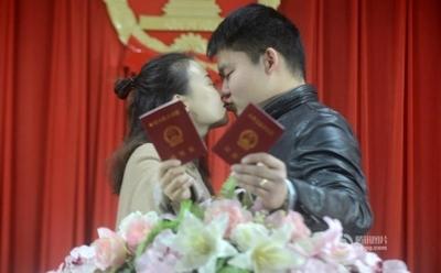 バレンタインデーに中国各地でキスイベント 12