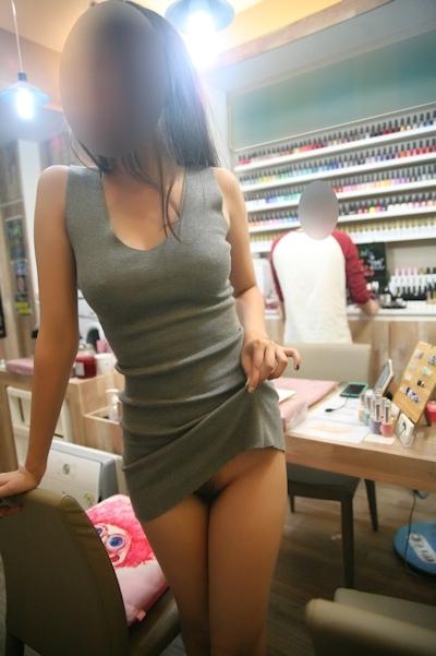 美乳なアジア女性の野外露出ヌード画像 4
