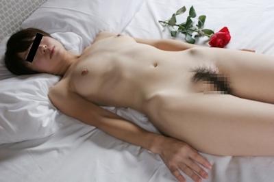 スレンダー美乳な美女のヌード画像 8
